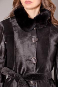 Приталенное пальто из пони