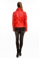 Красная короткая кожаная куртка на косой молнии_2