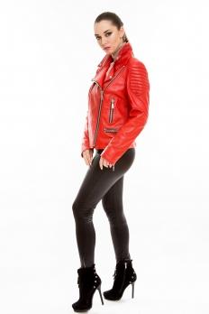 Красная короткая кожаная куртка на косой молнии