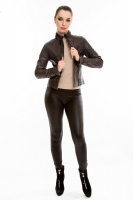 Короткая молодежная кожаная куртка на молнии_0