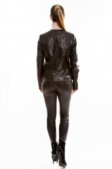 Короткая кожаная куртка на косой молнии без воротника