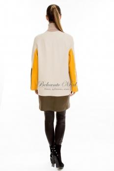 Кожаная куртка с яркими цветными вставками