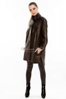 Длинная кожаная куртка на заклепках _0